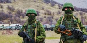 Russian soldiers leave the Ukraine border